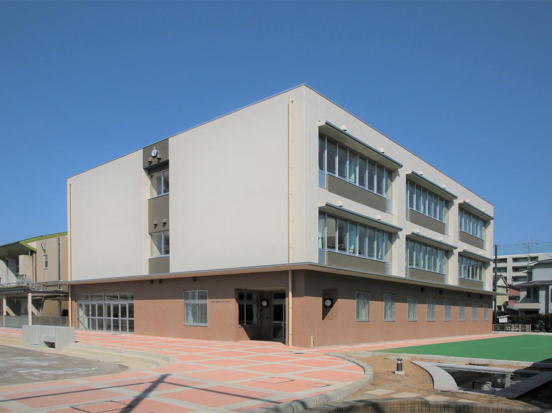 東高津小学校校舎